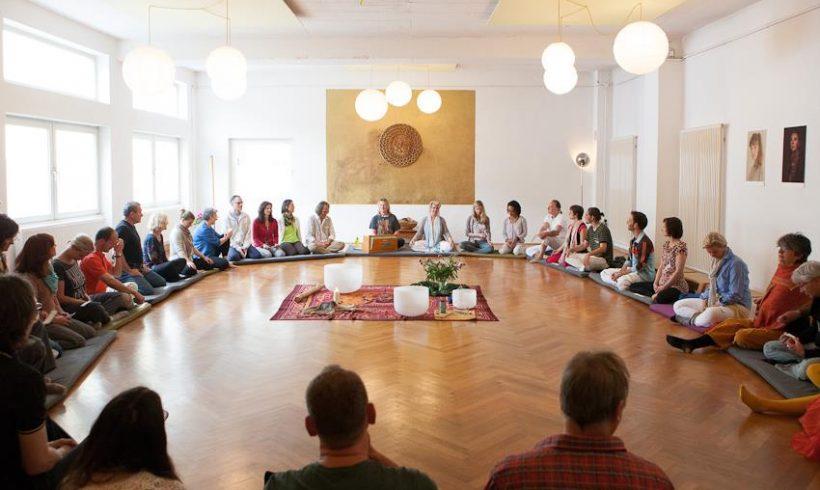 Von der Dunkelheit in das Licht: Bamboo-Light-Meditation mit Muraliya Tait